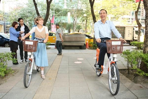 形象大使彥君及朱立倫市長一起體驗