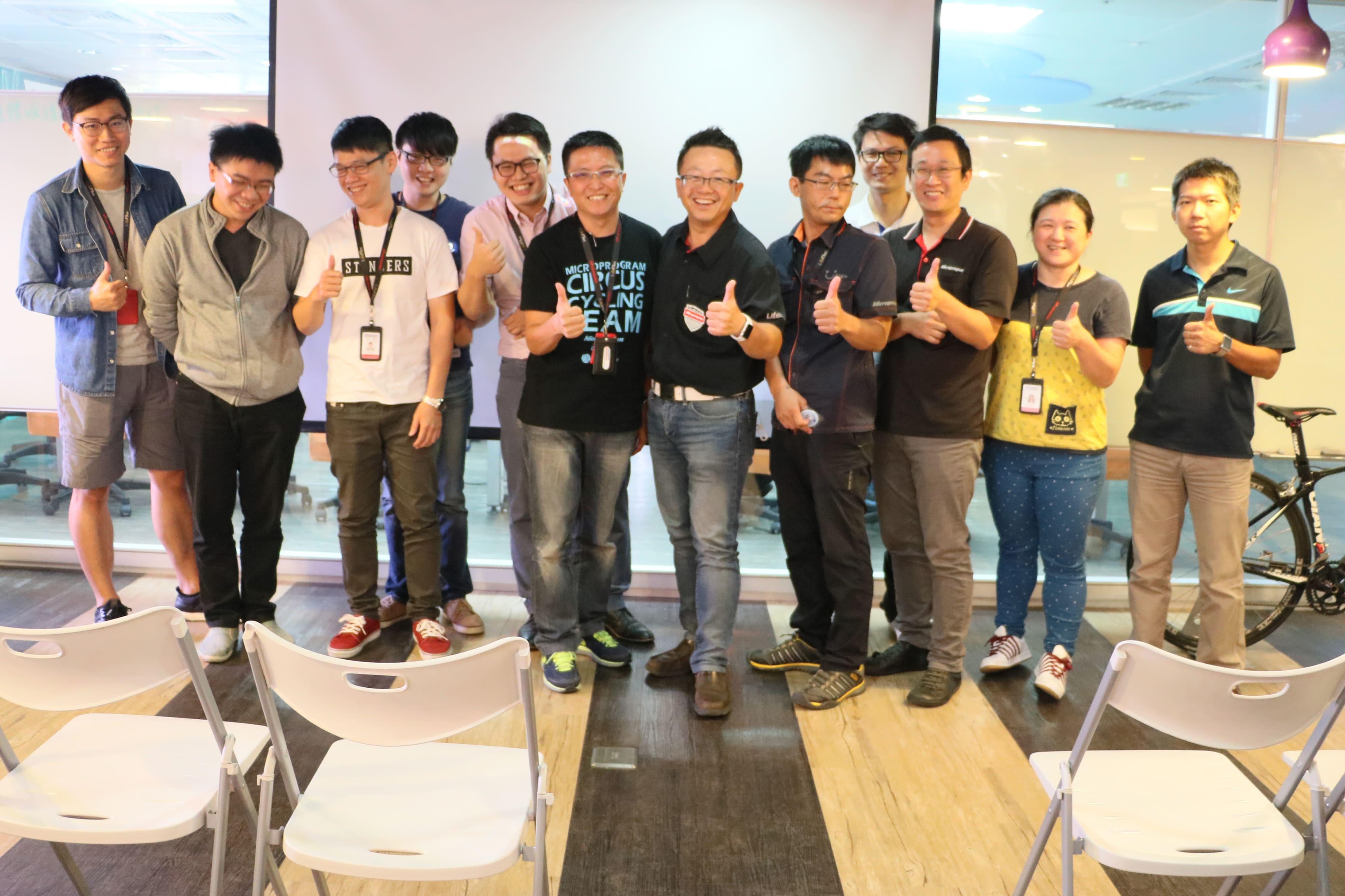 吳總經理與團隊夥伴合照