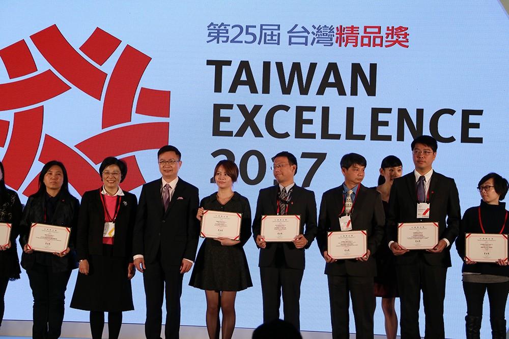 台灣精品獎微程式上台領獎