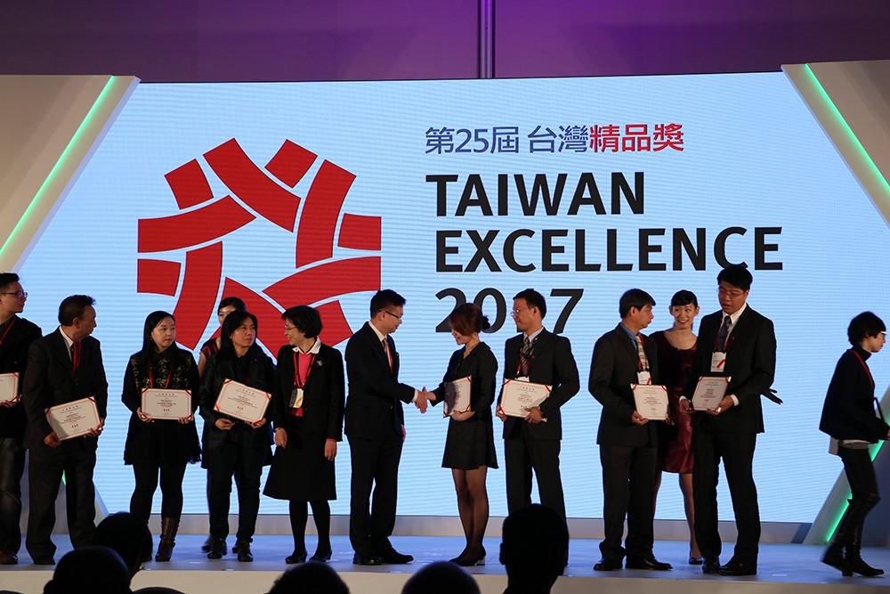 台灣精品獎頒獎 微程式獲獎