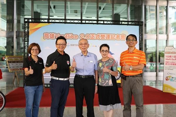 由左至右: 微程式張淑玲經理、微程式吳騰彥總經理、微笑單車劉金標董事長、微笑單車執行董事劉麗珠、微笑單車總經理何友仁